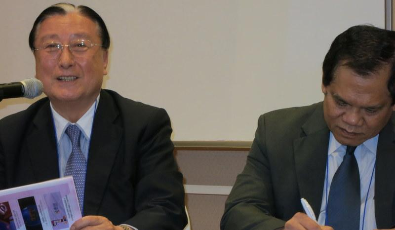 Dr Haksu Kim, senior advisor at the Korean International Cooperation Agency (left) and Pak Sugeng Triutomo, former Vice Chief of Indonesia's National Board for Disaster Management (BNBP) share the top table during discussions to strengthen cooperation at Expert Meeting on Disaster Loss.