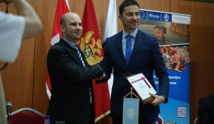(l to r) Cetinje Mayor Mr Alexander Bogdanovic at the signing ceremony with Mr Demetrio Innocenti, UNISDR Programme Officer.