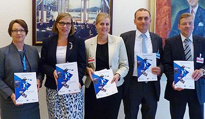 (l. to r.) Elizabeth Longworth, UNISDR Director; Päivi Kairamo, Ambassador to the Permanent Mission of Finland in Geneva; Florika Fink-Hooijer, Director of the European Commission DG ECHO; Stéphane Jacobzone, Deputy Head of Division, Reform of the Public Sector, OECD; Antti Rytövuori, Minister and Deputy Permanent Representative to the Permanent Mission of Finland in Geneva. (Photo: UNISDR)