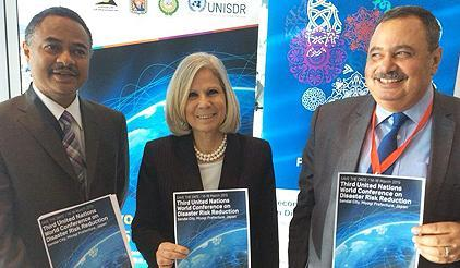 (from l to r): Amjad Abbashar, Head of UNISDR Regional Office for Arab States, Dr. Haifa Abu Ghazaleh, Assistant Secretary-General, League of Arab States, and Dr. Sherif Badr, Chairman, the Egyptian Cabinet Information and Decision Support Centre. (Photo: UNISDR)