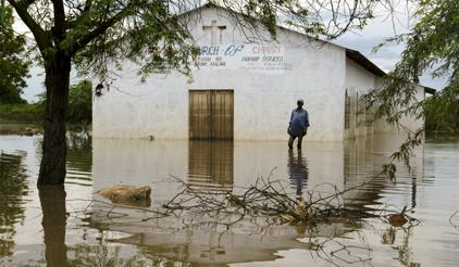 A flooded church in Bangula, Nsanje District, southern Malawi. (Photo: Arjen van der Merwe/UNICEF)