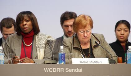 At today's High-Level Dialogue on Mobilizing Women Leaders for DRR, (left) Ertharin Cousin, Executive Director WFP, and the former President of Finland, Tarja Halonen. (Photo: UNISDR)