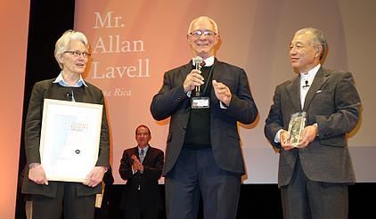 The Sasakawa winner Allan Lavall  is pictured here on stage with the head of UNISDR, Margareta Wahlstrom, and Yohei Sasakawa,chairman, the Nippon Foundation. (Photo: UNISDR)