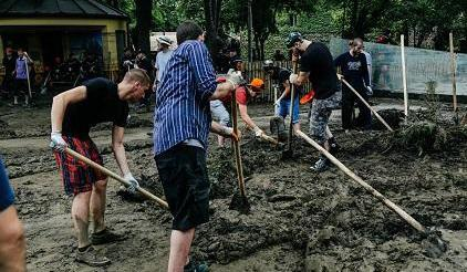Volunteers cleaning up after last month's floods in Tblisi, Georgia. (Photo: UNISDR)