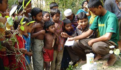 Children in East Sujonkathi in Bangladesh are given the gift of local knowledge about the environment and how to protect it. The community has been nominated as a champion of disaster risk reduction. (Photo: UNISDR)