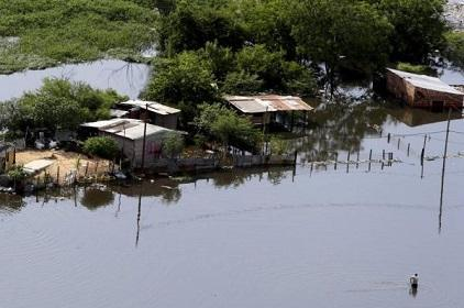 The River Paraguay has swollen to over 7.38 metres, forcing more than 49,000 families to evacuate (Photo: Diario Hoy)