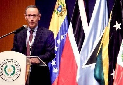 Mr. Robert Glasser, Special Representative of the UN Secretary-General for Disaster Risk Reduction, addresses the Paraguay meeting (Photo: UNISDR)