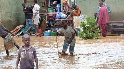 Flooding is one of the main natural hazards affecting Central African countries. Here, residents evacuate in the Mutakura district of Burundi's capital Bujumbura, in February 2014 (Photo: Desire Nimubona/IRIN)