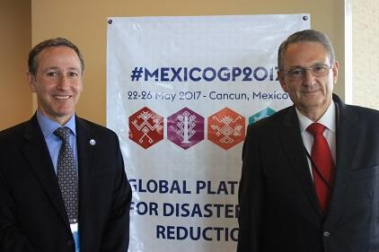 Mr. Robert Glasser, UN Special Representative of the Secretary-General for Disaster Risk Reduction (left) with Mr. Luis Felipe Puente Espinosa, Mexico's National Coordinator of Civil Protection, after the briefing on the Global Platform for Disaster Risk Reduction (Photo: UNISDR)