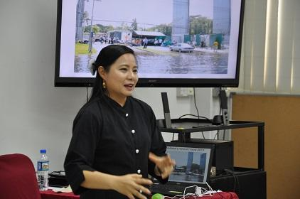 Ms. Darin Klong Ugkara of Thai PBS recounts her experience during the huge floods of 2011 in her country (Photo: UNISDR)