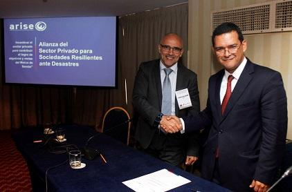 Juan Luis Quer Cumsille (left), Director of SeCRO, General Manager Chile and Raúl Salazar, from the UNISDR Regional Office for the Americas (Photo: ARISE Chile)