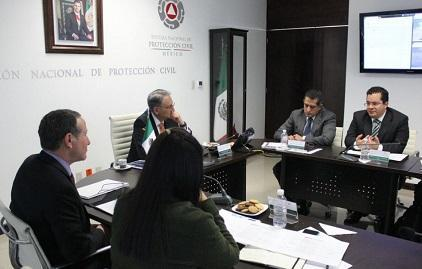 UNISDR chief Mr. Robert Glasser (left) meets with staff from Mexico's National Civil Protection System, including its head Mr. Luis Felipe Puente (centre left)