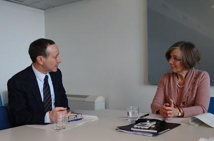 Robert Glasser, Special Representative of the Secretary-General for Disaster Risk Reduction, meets with Ambassador Veronika Bard of Sweden (Photo: UNISDR)