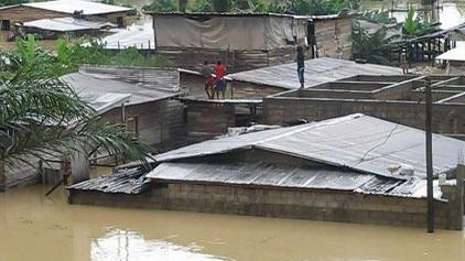 In June 2015, floods caused by heavy rain in Douala, Cameroon's economic capital, killed at least four people, displaced some 2,000 people and destroyed the homes and businesses of thousands of others (Photo: Sylvestre Tetchiada/IRIN)