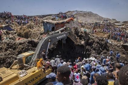 Rescuers work at the scene of the rubbish dump landslide in Addis Ababa (Photo: AP/Mulugeta Ayene)