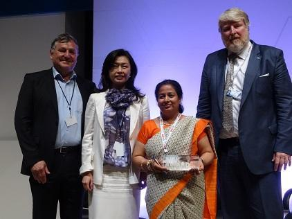 Ms. Apsara Pandey of the Nursing Association of Nepal holds her 2017 Risk Award trophy, flanked by Mr. David Stevens of UNISDR (right), and jury members Ms. Sandra Wu, board member of the UNISDR Private Sector Alliance for Disaster Resilient Societies, and Mr. Thomas Loster, Chairman of the Munch Re Foundation (Photo: UNISDR)