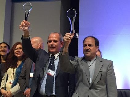 The Deputy Mayor of Amadora Mr Eduardo Rosa (left) and the Iranian Ambassador to Mexico, H.E. Mr Mohammad Taghi Hossieni show off their trophies (Photo: UNISDR)