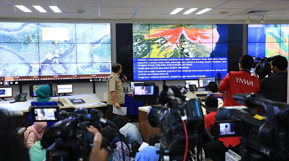 Indonesia's National Disaster Management Agency (BNPB) during press conference to show potential impacts of recent Mount Agung eruptions (photo: Pacific Disaster Center)