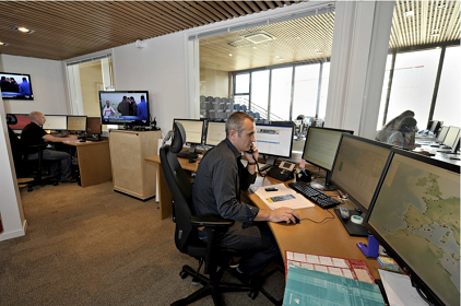 Monitoring seismic and tsunami activity at the French tsunami alert center, CENALT in Bruyères-le-Châtel (Essonne). Photo: CENALT