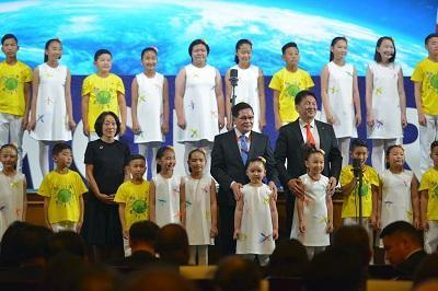 UNISDR head, Mami Mizutori, Deputy Prime Minister, Enkhtuvshin Ulziisaikhan, and Prime Minister, Khurelsukh Ukhnaa, on stage today with singing schoolchildren at the opening of the Asian Ministerial Conference on Disaser Risk Reduction (Photo: Tejas Patnaik, UNISDR)