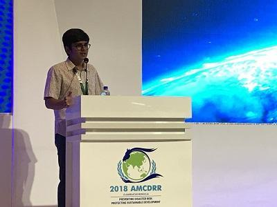 17-year-old Rameshwar Mihir Bhatt from India makes his acceptance speech at the AMCDRR2018 closing ceremony
