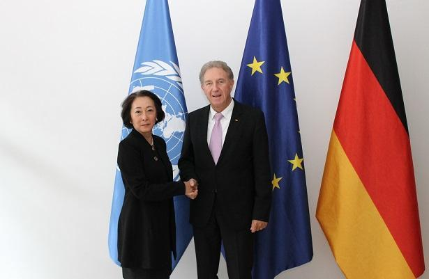 Parliamentary State Secretary to the Federal Minister for Economic Cooperation and Development, Norbert Barthle, and Mami Mizutori, UN Special Representative of the SG for Disaster Risk Reduction (c)Federal Minister for Economic Cooperation and Development