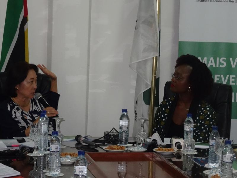 UNDRR chief, Mami Mizutori, with the head of Mozambique's disaster management agency, Augusta Maita, at a meeting of the country's National Platform for Disaster Risk Reduction